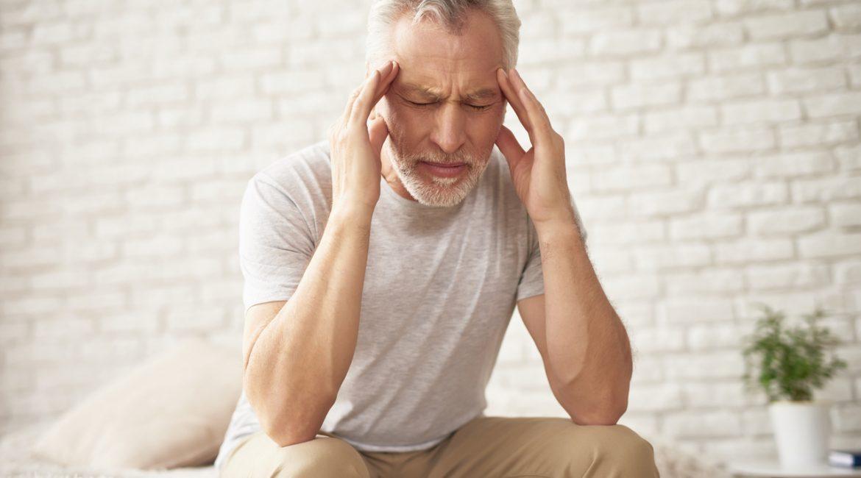 senior z bólem głowy