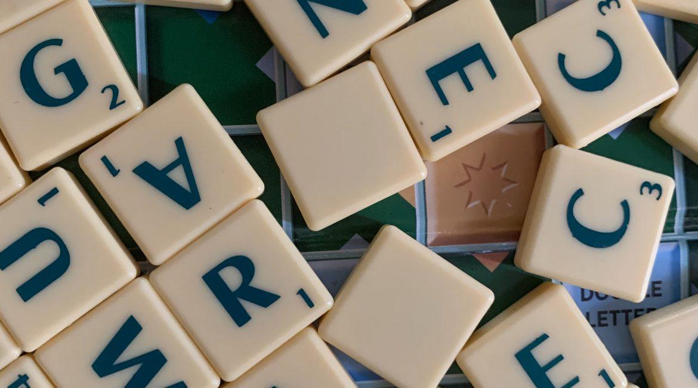 Scrabble. Gra logiczna dla dorosłych planszowa lub online